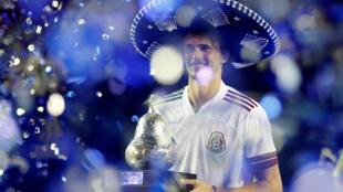 زفيريف يتوج بلقب بطولة أكابولكو للتنس في المكسيك