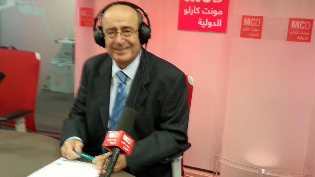 الإعلامي اللبناني سمير منصور في استديو مونت كارلو الدولية، باريس