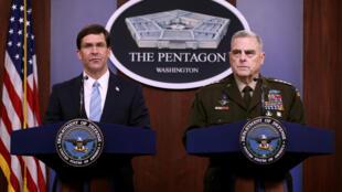 وزير الدفاع الأمريكي مارك إسبر (يسار) ورئيس هيئة الأركان المشتركة الجنرال مارك ميلي يوم 28 أكتوبر 2019