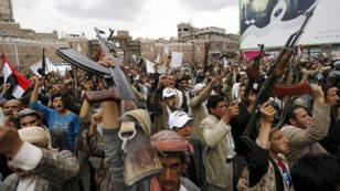 متظاهرون حوثيون في شوارع صنعاء  26-03-2015