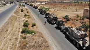 رتل عسكري تركي يتجه نحو محافظة إدلب يوم 19 أغسطس 2019