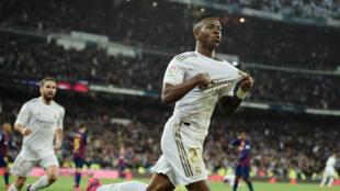 لاعب ريال مدريد فنيسيوس جونيور بعد تسجيله الهدف الأول لصالح فريقه أمام برشلونة مساء الأحد 1 مارس/ آذار 2020 في مدريد.