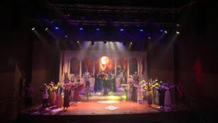مشهد من مسرحية فوانيس