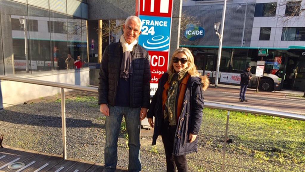 لحسن كركور الميعاد، أستاذ اللغة العربية في معهد العالم العربي في باريس، برفقة الإعلامية كابي لطيف