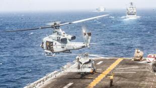 طائرة هليكوبتر من طراز UH-1Y Venom -