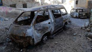 تحطم سيارات في التصعيد الحربي بين ميليشيات تابعة للحكومة، تعز، اليمن (29-04-2019)